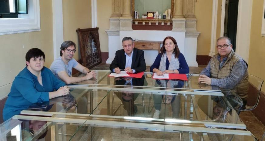 Firma del convenio entre Torre Juana OTS y el Colegio de Politología y Sociología